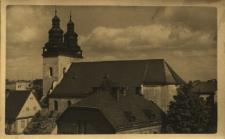 Głuchołazy : widok m.in. na wieże kościoła pw. św. Wawrzyńca, panorama miasta