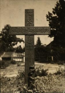 Cieplice : krzyż cmentarny [śp. Marii Bartsch] i Chrystus Ukrzyżowany
