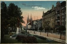 Brzeg : widok na ulicę Piastowską oraz pomnik Bismarcka
