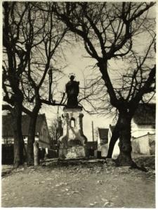 Krapkowice : figura z postacią św. Jana Nepomucena w Otmęcie