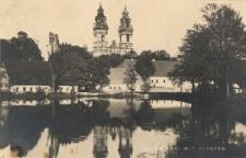 Krzeszów : widok na kościół pod wezwaniem Wniebowzięcia NMP od strony stawu
