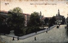 Opole : fragment ulicy Krakowskiej, po lewej gmach Rejencji Opolskiej, obok pomnik cesarza Wilhelma I