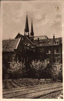 Nysa : Dom Misyjny Świętego Krzyża od strony ogrodu