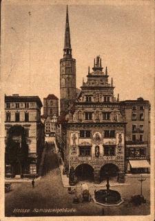 Nysa : Dom Wagi, w tle wieża ratusza