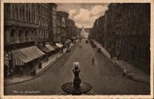 Nysa : widok na ulicę Celną, na pierwszym planie fontanna Trytona