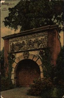 Brama Odrzańska, pozostałość po fortyfikacjach miejskich, w końcu XIX wieku przeniesiona do Parku Nadodrzańskiego