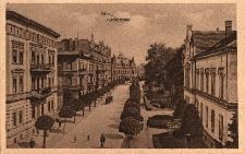 Brzeg : fragment ulicy Piastowskiej - widok od skrzyżowania z ul. B.Chrobrego w kierunku budynku poczty